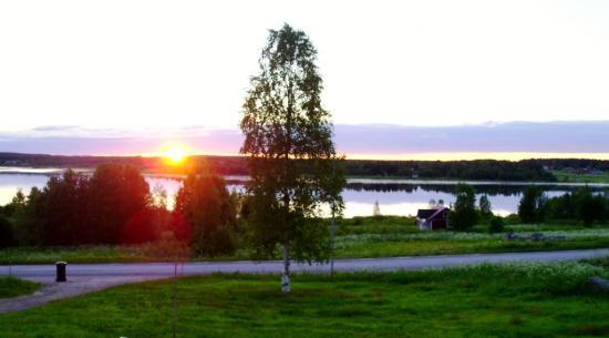 Utsikten från boendet i Risudden/Vitsaniemi. 4 mil norr om Haparanda längs Torne älv.