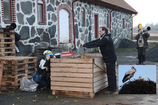 Här fotas det storkar på Viby gård. Men Lasse fotar mig och Eva fotar oss alla :-) Foto Eva Stenvång Lindqvist