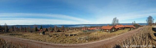 En panoramabild på utsikten mot Siljan från Green hotell i Tällberg. Det var ett snöfritt Dalarna vi kom till, förutom i skogen - där låg snön kvar.