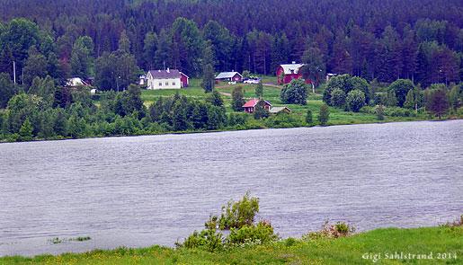 Risuddden sett från finska sidan av Torneälv.
