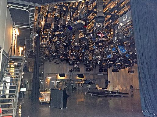 Otroligt många kameror och lysen i en studion!